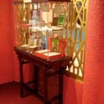 Une collection de Majong exposée à côté des rouleaux
